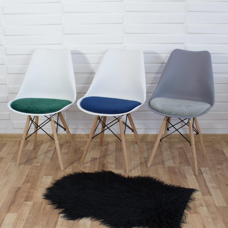 krzesło z welurową poduszką do salonu